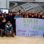 Los trabajadores de la fábrica SIAM continúan con el reclamo