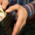 El salario mínimo en dólares cayó un 37% en el último año